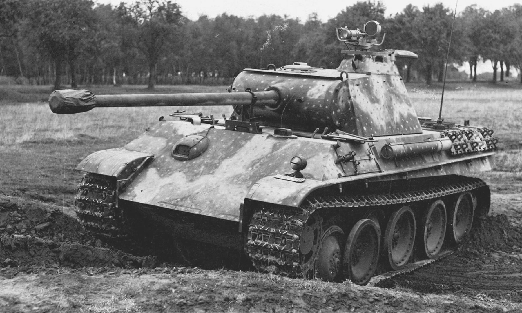 """Камуфляж танков """"Пантера"""" в различные периоды Второй Мировой Войны"""