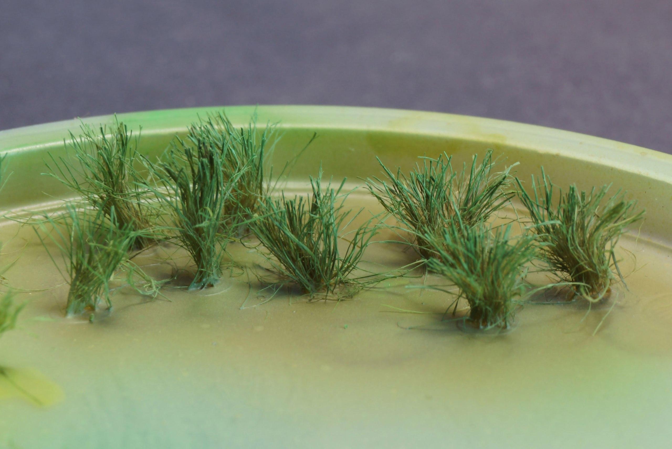 Делаем пучки травы из подручных материалов - красим еще