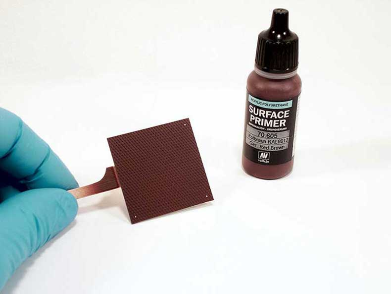 Части модели грунтуются Surface Primer (70.605) German Red Brown.