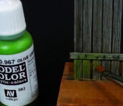 Зеленым цветом рисуем мох - Эффект состаренного дерева